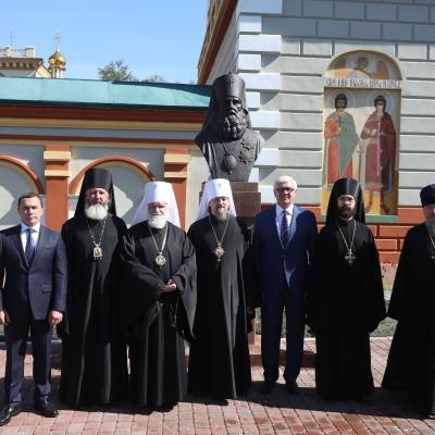 В Иркутске состоялось окрытие памятника святителю Иннокентию
