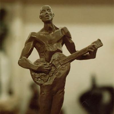 Гитарист  скульптура