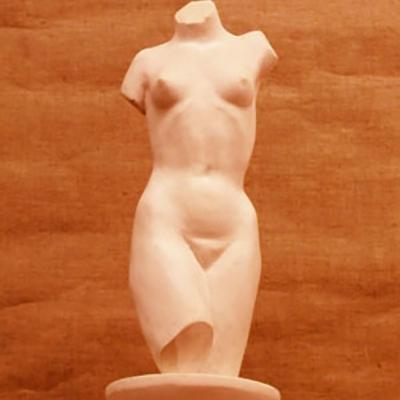 Женский торс  скульптура