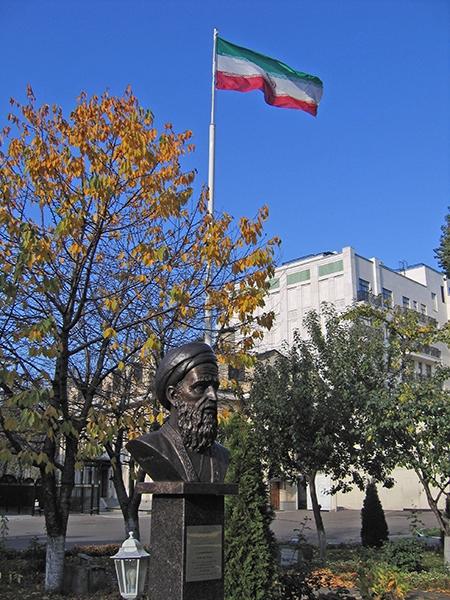 Бюсты персидских поэтов
