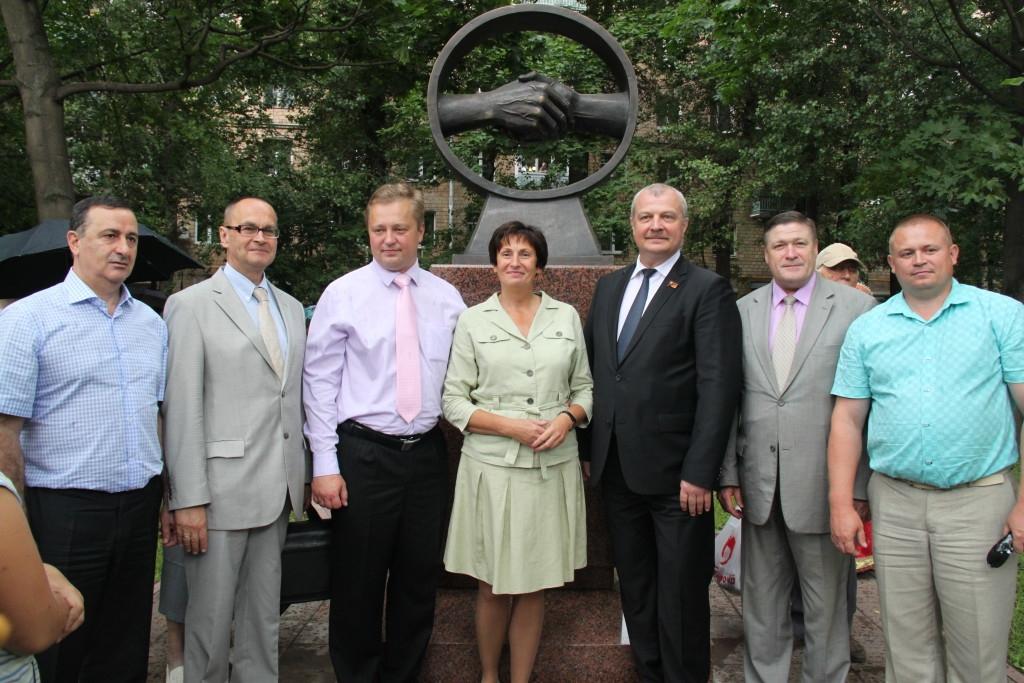 Открытие памятного знака Дружбы между г. Могилев и московским районом Соколиная Гора