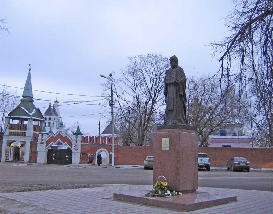 памятник прп. Варлааму Серпуховскому