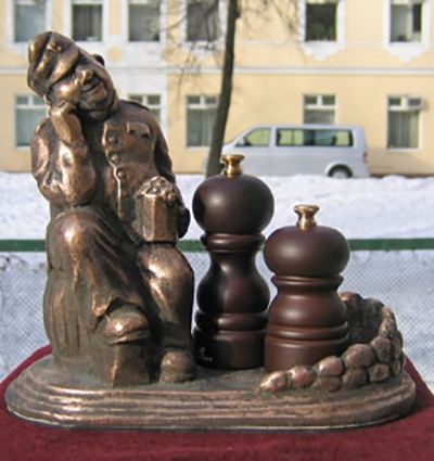 Скульптура из  бронзы  солдат Швейк