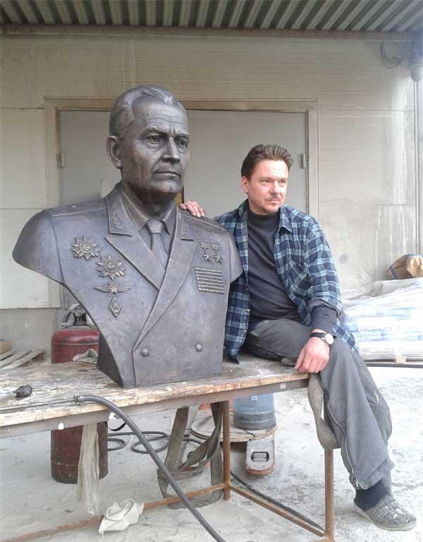 Бронзовый бюст генерала-майора авиации Г.Ф. Сивкова
